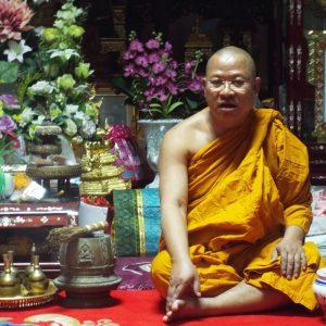 Монахи вновь отличились плохим поведением в Паттайе