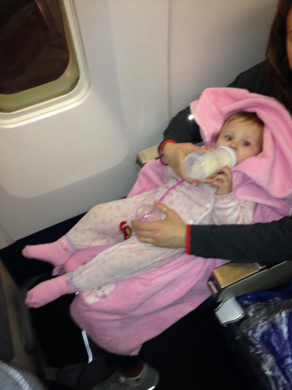 В самолете ее жизнь немного наладилась)))