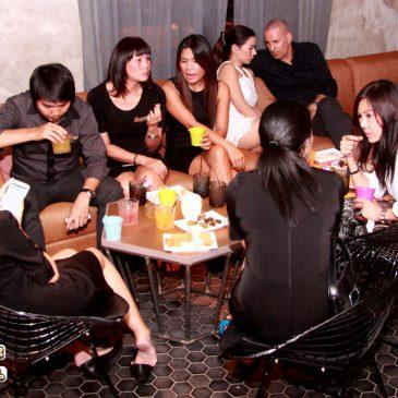 Встреча агентов по недвижимости в баре Kandy