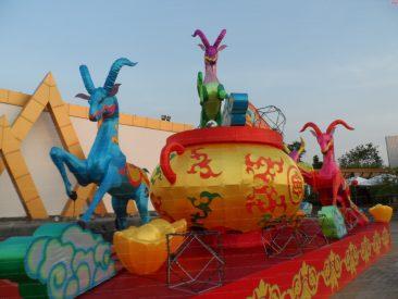 Фестиваль огней в театре Алангкарн