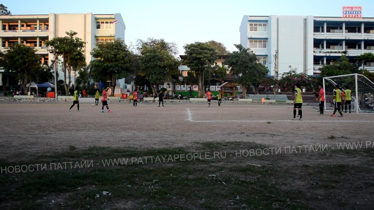 Футбольный матч в школе Паттайи (1)