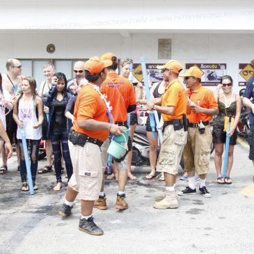 Полиция Паттайи конфискует водные пистолеты высокого давления