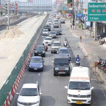 Шоссе Сукхумвит перегружено в последние дни Сонгкран