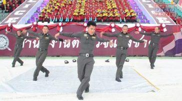 Полиция Таиланда танцует