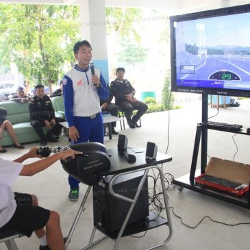 Тайских школьников учат правильно водить мотоцикл в Паттайе