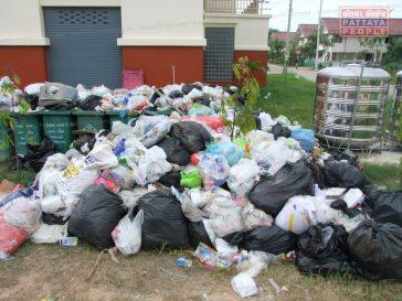 Проблема с вывозом мусора в Паттайе (2)