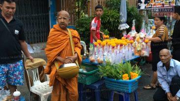 Споры и подозрения вокруг монахов в Паттайе