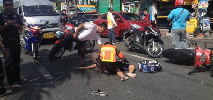 Водитель мотоцикла погиб при попытке обогнать автобус в Паттайе