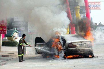 Машина загорелась прямо на дороге в Паттайе