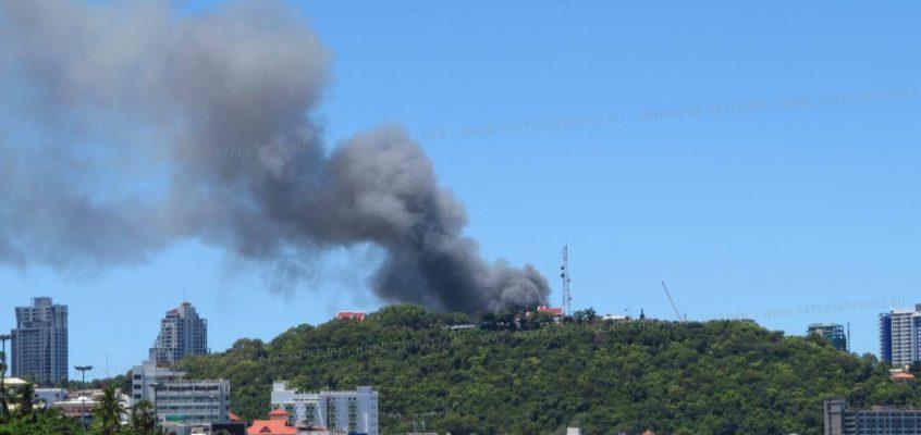 VIDEO: Пожар в лагере строителей в Паттайе