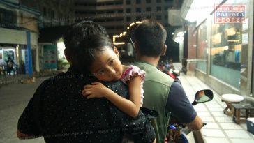 В Паттайе маленькая девочка засунула руку в работающий блендер