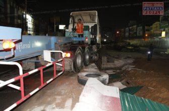 Грузовик протаранил тоннель на шоссе Сухкумвит в Паттайе