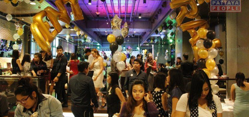 Вечеринка на фудкорте в Централ Фестивал Паттайя