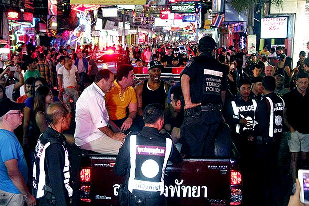 Полицейский рейд на иностранных туристов на Walking Street