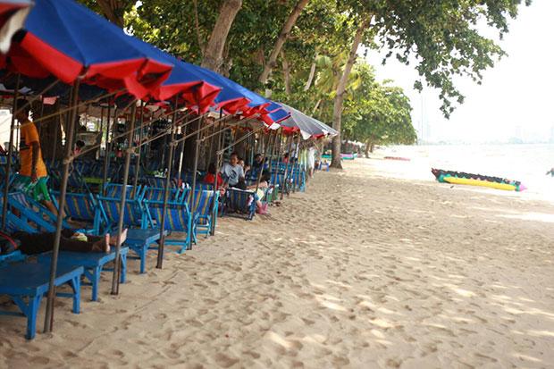 Борьба с торговцами на пляжах Паттайи