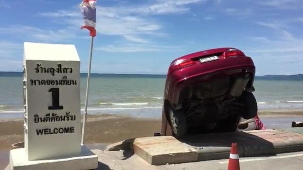 Машина улетела в море в Паттайе