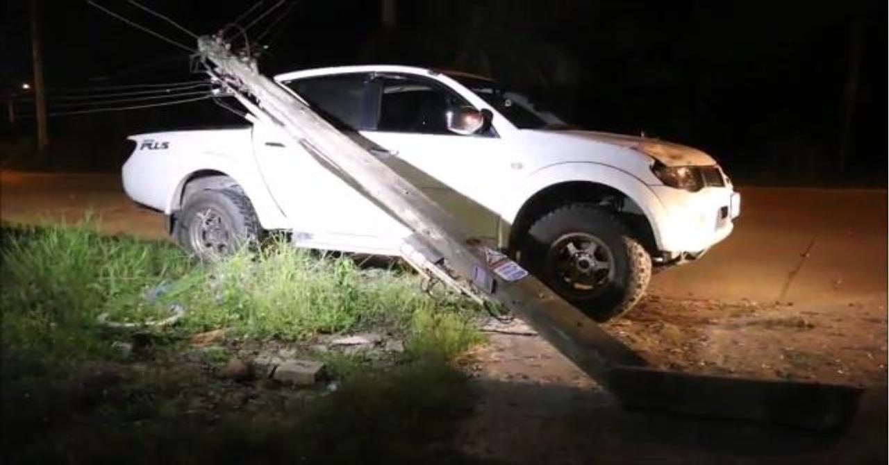 Пьяный водитель снёс электростолб столб в Паттайе