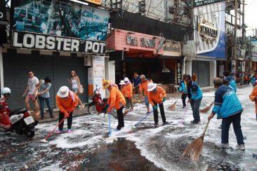 Уборка на Волкинг Стрит в Паттайе