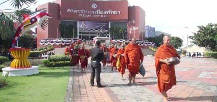 89 монахов в мэрии Паттайи (видео)