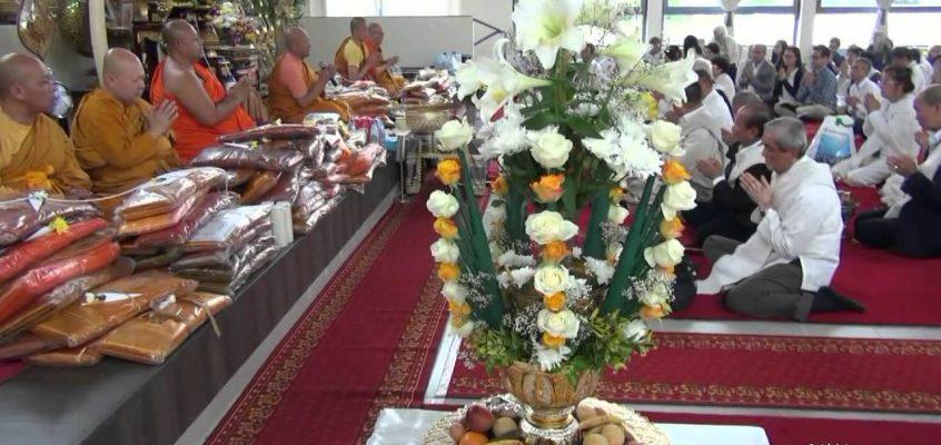 Сегодня окончание буддийского поста  Кхао Пханса