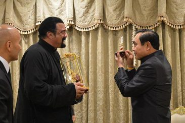 Стивен Сигал попрощался с Королем Таиланда