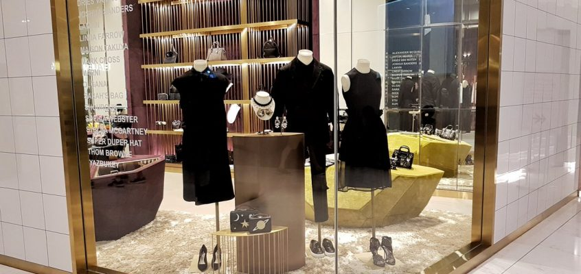 В Бангкоке проверили торговцев, продающих черные одежды