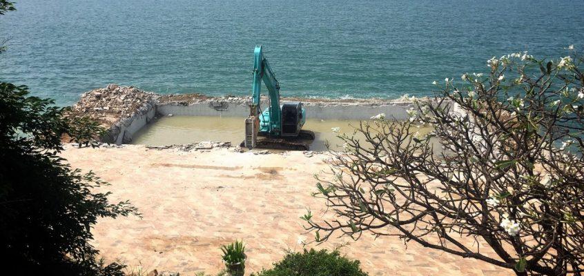 Демонтаж бассейна в отеле Golden Cliff House