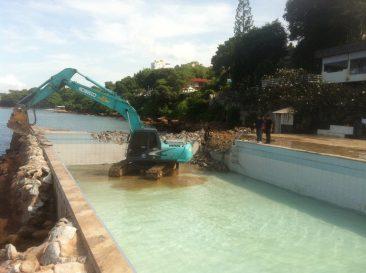 В отеле Golden Cliff House ломают бассейн