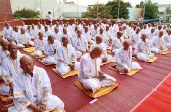 Массовый постриг в монахи в мэрии Паттайи