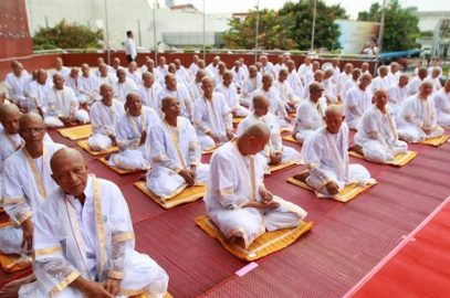 Массовый постриг в монахи в мэрии Паттайи (ФОТО)
