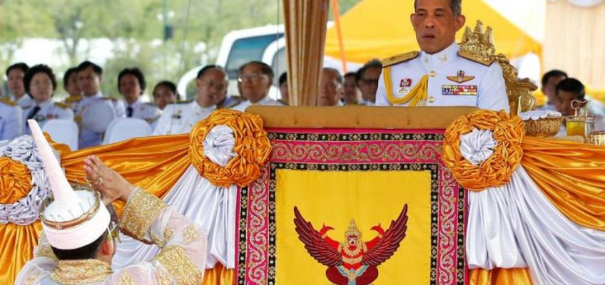 Новый король Таиланда демонстрирует силу