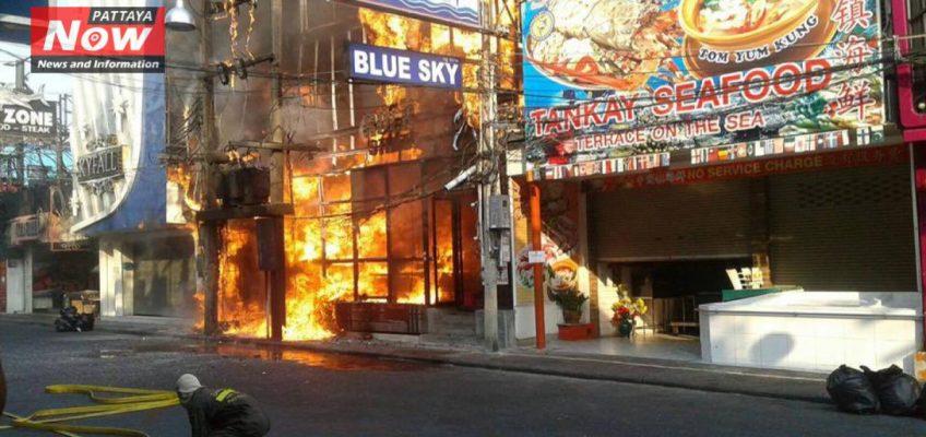 Большой пожар на Walking Street в Паттайе (ВИДЕО)