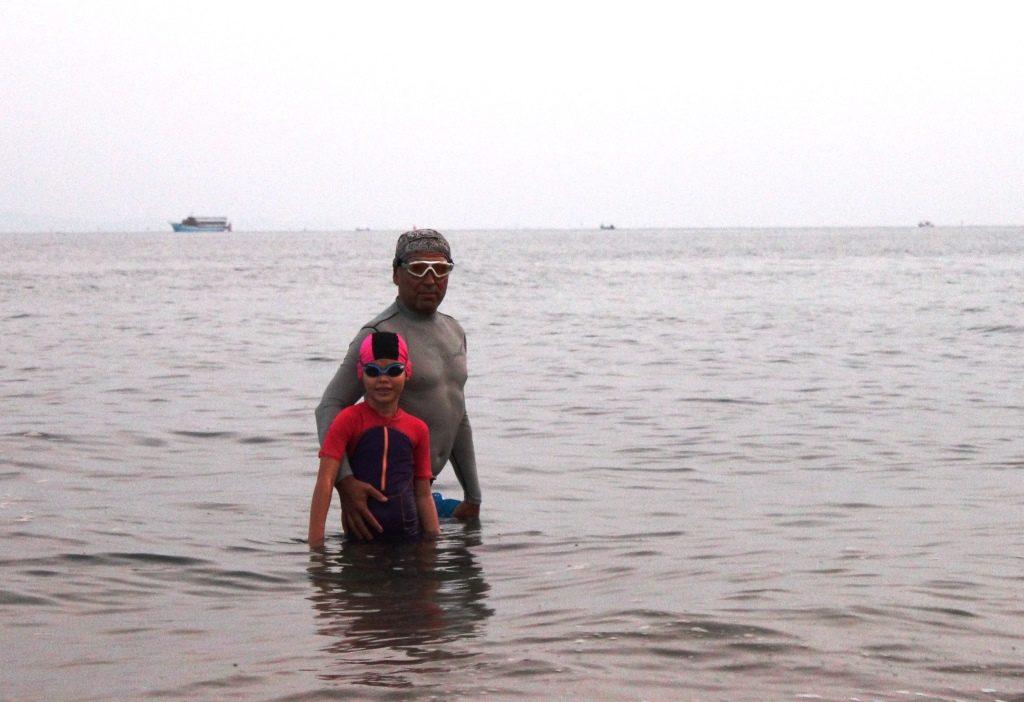 7-летняя девочка из России совершила рекордный заплыв в море Паттайи