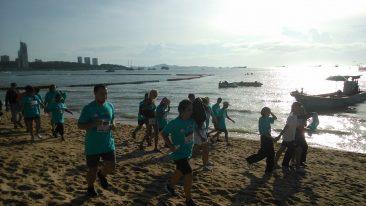 Благотворительный забег на пляже в Паттайе