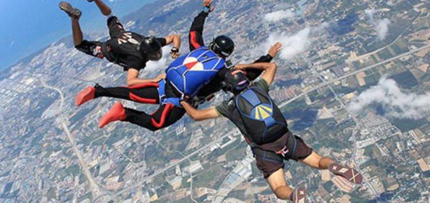 Иностранный турист разбился во время прыжка с парашютом в Паттайе (ВИДЕО)