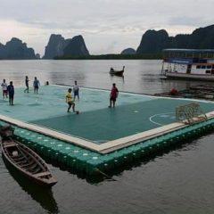 Плавучее футбольное поле в Таиланде названо лучшей достопримечательностью в мире (ВИДЕО)