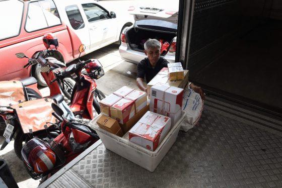 Почтальон-лодочник, который работает в Бангкоке