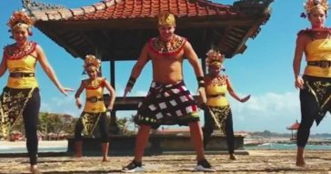Шакира танцует зумбу на Бали