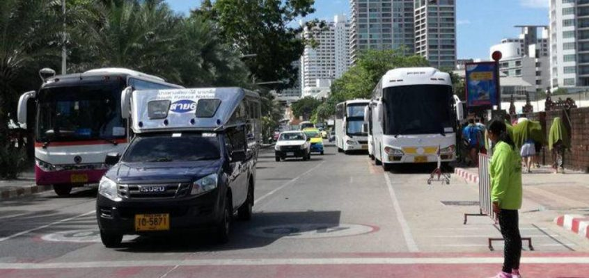 В Паттайе запретили парковку такси возле отелей