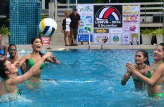 Ледибои играют в волейбол в Паттайе