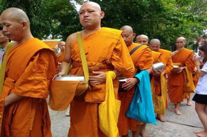 В Таиланде завершился буддийский пост Кхао Пханса (ФОТО)