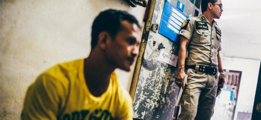 Тюремный скандал - в Таиланде уволили 14 надзирателей за должностные преступления