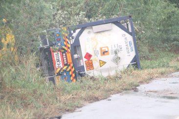 В Паттайе произошла авария с грузовиком, перевозившим химические вещества