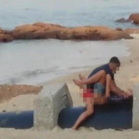 Секс на пляже с незнакомкой