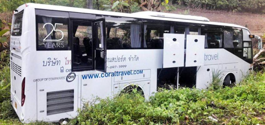 Трое российских туристов пострадали при крушении автобуса в Таиланде