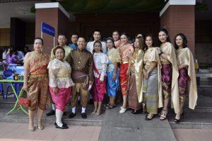 Чиновники Таиланда будут носить на работу национальную одежду (2)