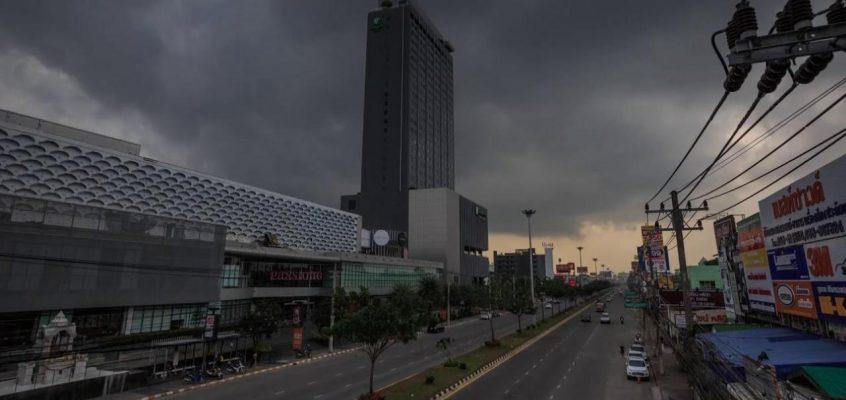 Летние грозы в Таиланде, ожидается шторм
