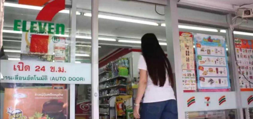 Россиянка пыталась зарезать себя в магазине 7-Eleven в Таиланде