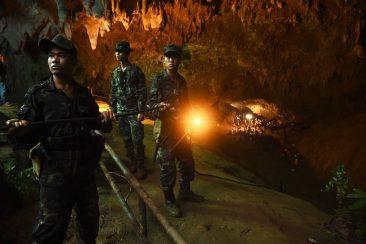 7 дней продолжаются поиски пропавших в пещере детей
