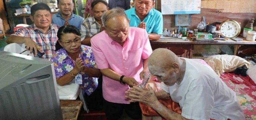 Дед, которому 100 лет, живет в Таиланде
